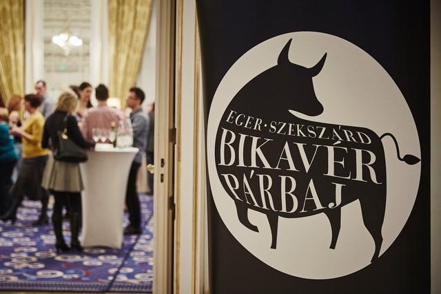 Bikavérpárbaj 2018. Eger-Szekszárd borviadal a Corinthia Hotel Budapest Báltermében. GasztroMagazin 2018.