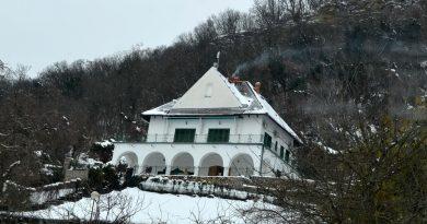 A szigligeti Villa Kabala épülete a havas tavaszban. GasztroMagazin 2018.