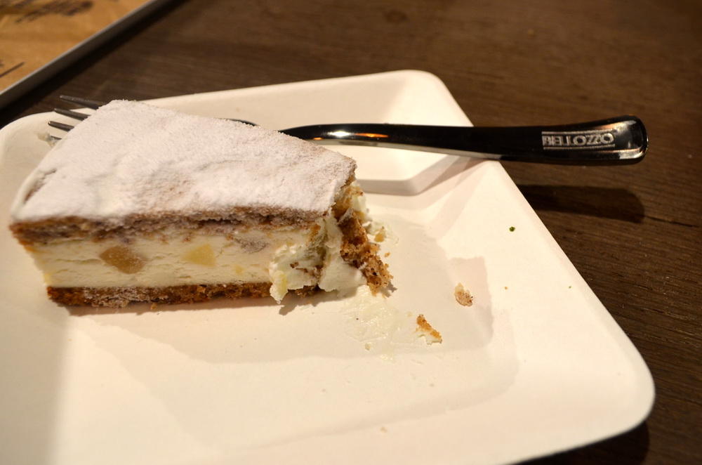 A desszertek egyike, a Ricotta e pere.  A másikat megettük fotó nélkül. Mea culpa....
