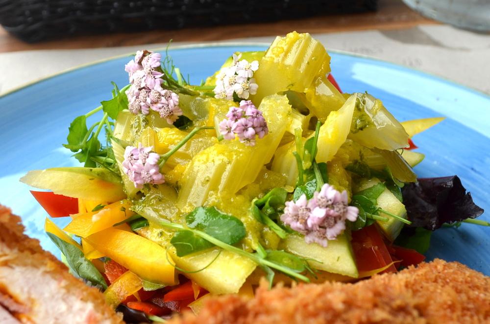 A főételhez kapott saláta köret külön is említést érdemel.