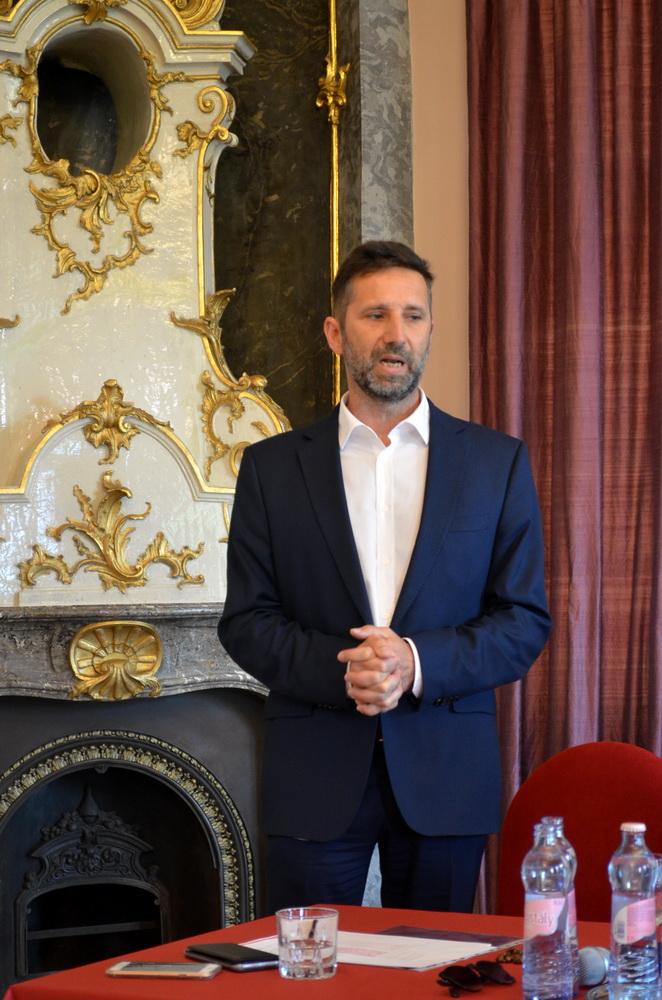 Dr Lőrincz György, az Eri Borút Egyesület elnöke és a Szt Andrea Pincészet vezetője.