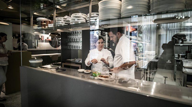 Megnyílik a Stand Étterem, Hamvas Zoltán, Széll Tamás és Szulló Szabina új fine dining étterme a pesti belvárosban. GasztroMagazin 2018.