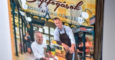 Sajtfogások címmel jelent meg Segal Viktor Chef és Sándor Tamás sajtmester könyve sajtos ételek receptjeivel. GasztroMagazin 2018.