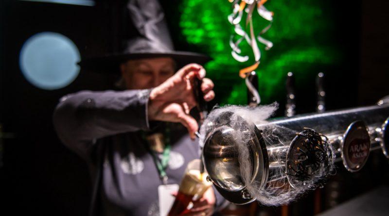 Boszorkány és sör. Halloween a Dreher Sörgyárakban. GasztroMagazin 2018.