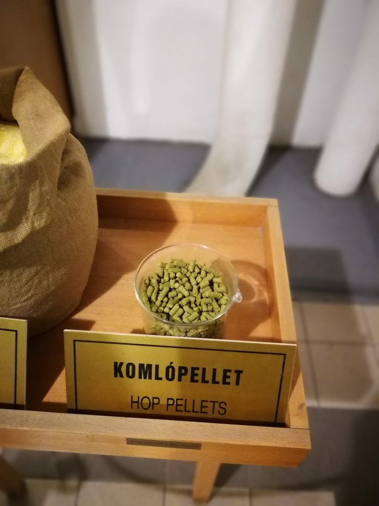 Komlópellet, a mai sörgyártás egyik alapanyaga.