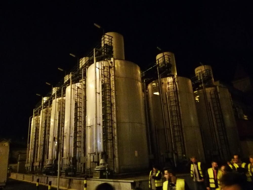 A sörfőzés alapanyagait tárolják ezekben a gigantikus silókban.