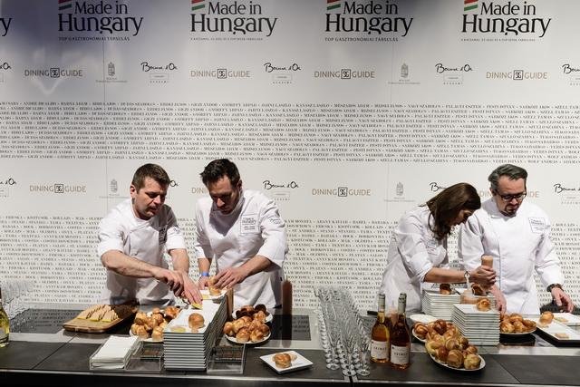 A dudás egy csárdában.... Palágyi Eszter (Costes) és Széll Tamás (Stand) készülnek a Made in Hungary fogásainak tálalására.