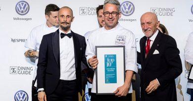 Dudás Szabolcs vette át a Dining Guide díját a legjobb vidéki étteremként a Várkert Bazárban rendezett gálaesten. GasztroMagazin 2019.