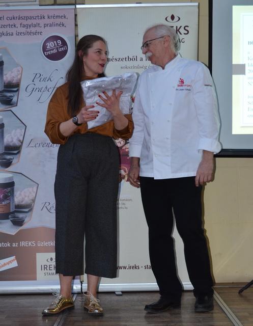 Böröcz Zsófia is Pro Gastronomia díjat kapott idén. A fotón a díj alapítójával.