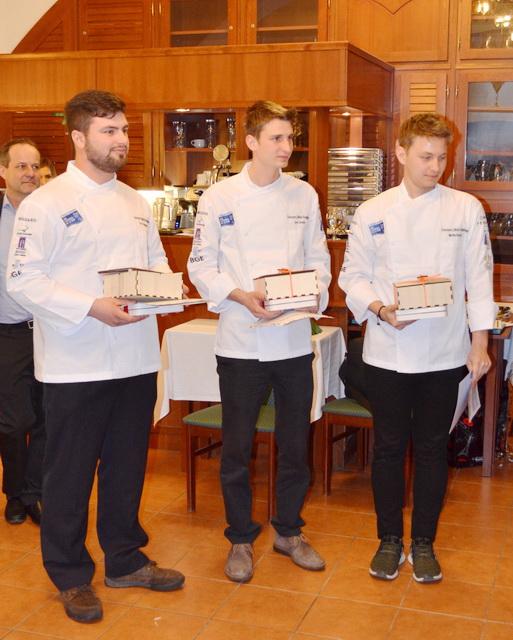 A verseny dobogósai. A bal szélén és középen a szlovénn versenyzők, míg a jobb szélen a győztes Pacsai Martin.