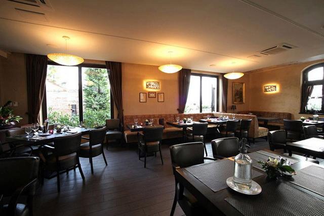 A tatai Platán Pesti István vezetésével vált országszerte ismert étteremmé, mára a második legjobb vidéki magyar étteremmé.