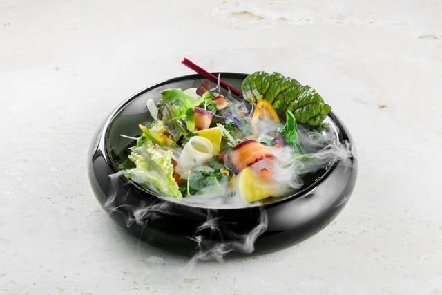 Kerti saláta, a moszkvai Twins Garden séfjeinek alkotása.
