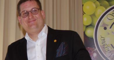 Horváth Máté, a MÁK Étterem head-sommelier-je, a Sommelier Világbajnokság 30. helyezettje. GasztroMagazin 2019.