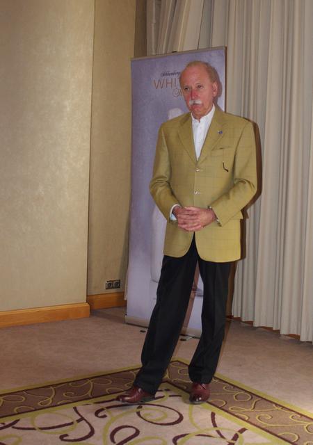 Kovács Gábor, a Magyar Sommelier Club elnöke a sajtótájékoztató megnyitój beszédét tartja a Hotel Intercontinental Budapest rendezvénytermében.