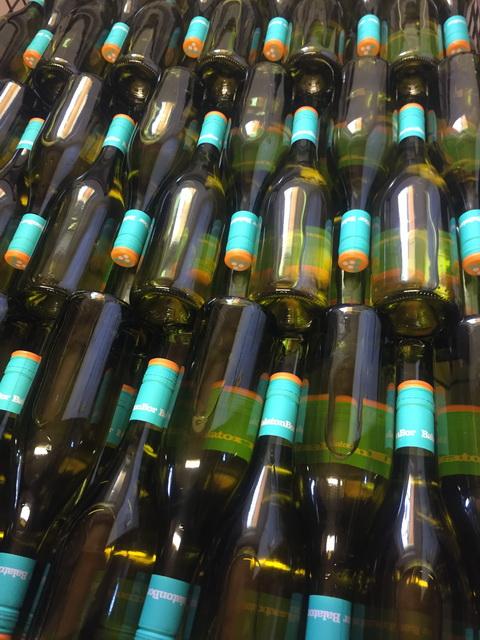 BalatonBor évjáratkóstoló. A fotón a Hujber Pince palackjai.