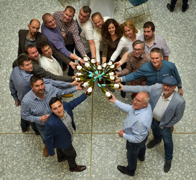 A BalatonBor termelői az idei évjáratbemutatón a Societé rendezvénytermében.