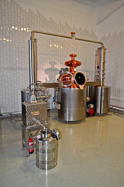 A speciális gin lepárlót egy miskolci pálinkafőző-specialista cég alakította ki az egyedi elvárásoknak megfelelően.