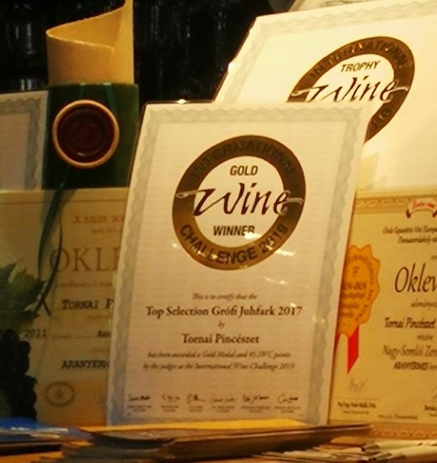 A Tornai Pincészet borainak elimserései az International Wine Challenge-ről