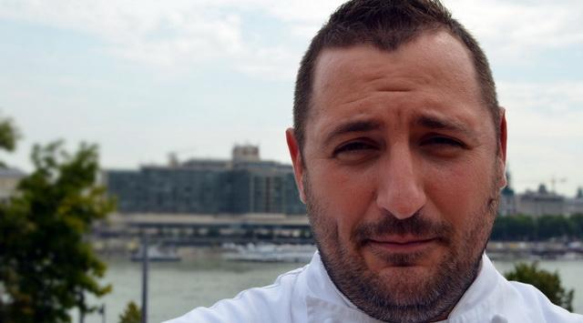 Tóth Norbert, a Magyarország Tortája 2019 kereáció megalkotója, a Boldogasszony Csipkéje torta megalkotója. GasztroMagazin 2019.