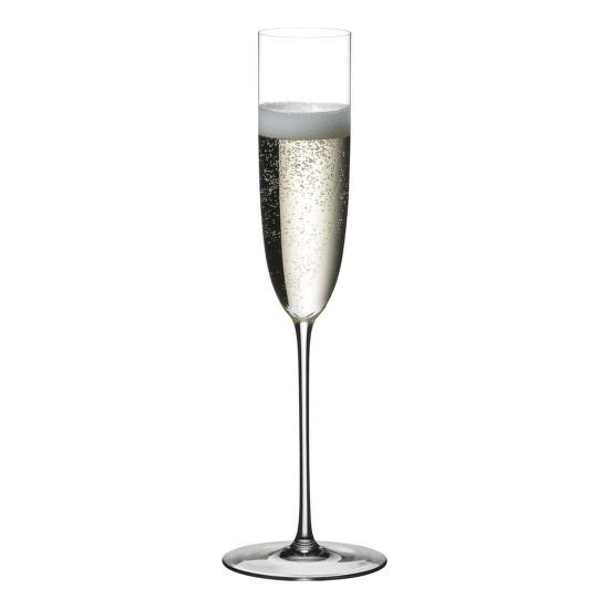 Riedel Flute Superleggero. A pohár tökéletesen hangsúlyozza interjúalanyunk szavait a flőte pohár hiányosságairól