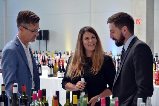 Nepp Zoltán, a Lidl beszerzési ügyvezető igazgatója, Herczeg Ágnes Lidl-borszakértő és Magyar Levente, a Külgazdasági és Külügyminisztérium miniszterhelyettese