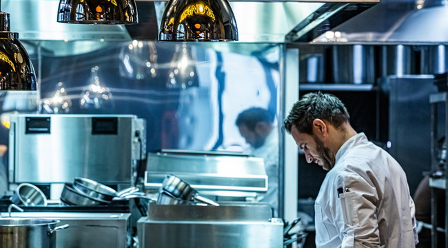 Megnyitott Széll Tamás új étterme Budán: Stand25 Buda. GasztroMagazin 2019.