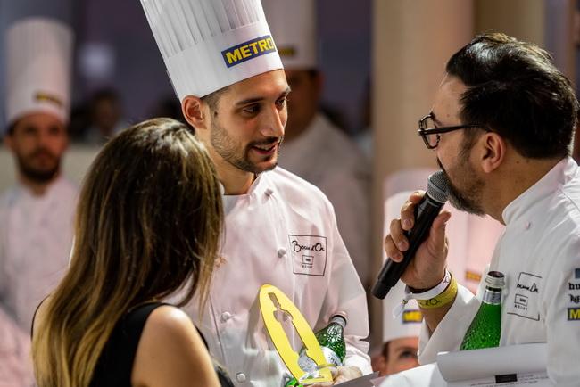 Kelemen Roland, a Hunguest Hotel Aqua Sol szakácsa a Bocuse d'Or 2020. évi magyarországi selejtezőjén. Rendezvény Magazin 2020.