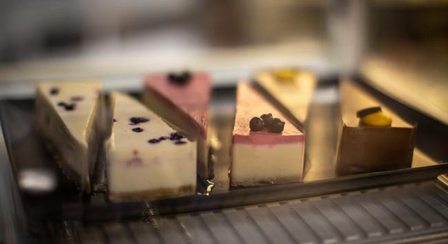 Lavita sütemények az Átrium Bisztró kínálatában. GasztroMagazin 2020.