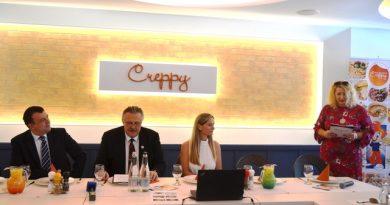 Creppy Center átadó sajtótájékoztató Miskolc polgármestere, Miskolc jegyzője, Oszlánczi Réka tulajdonos és Terdik Adrienne PR-tanácsadó. GasztroMagazin 2020.