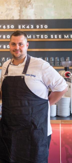 Lipták Gyögy, a BGE KVIK egykori hallgatója, a Pro Gastronomia-díj egyik idei díjazottja. GasztroMagazin 2020.