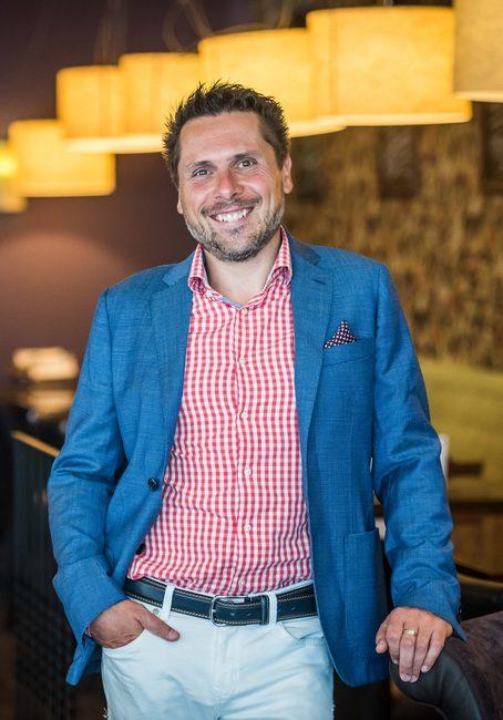 Semsei Rudolf, a VakVarjú Éttermek és a Budapest Party Service tulajdonosa, a Pro Gastronomia-díj egyik idei díjazottja. GasztroMagazin 2020.