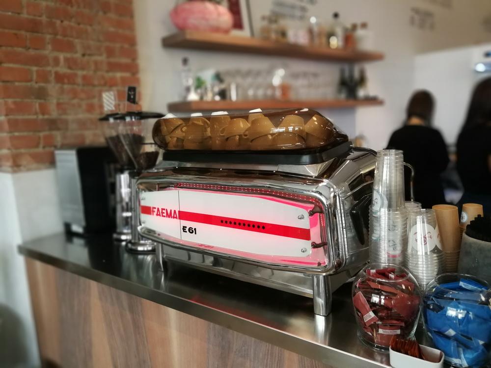 Faema géppel főzött Gianni Frasi-kávé.