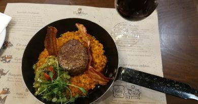 Bélszín steak a VígVarjú Étterem étlapján. GasztroMagazin 2018.