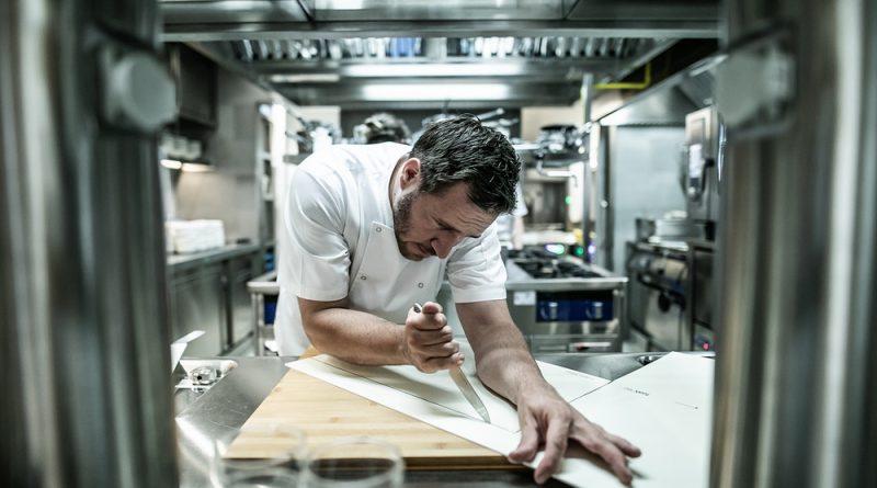 Széll Tamás konyhaművész, a Stand étterem és a Stand 25 bisztró konyhafőnöke. GasztroMagazin 2018.