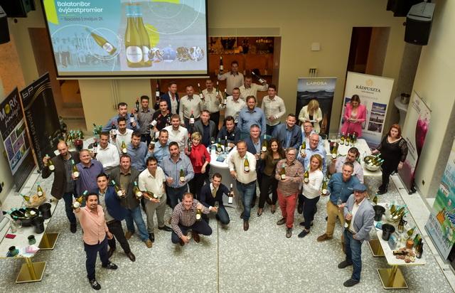 A borrendezvény kiállítói teljes létszámban. Együtt a BalatonBor, a PH-Érték Egyesült és a REDy