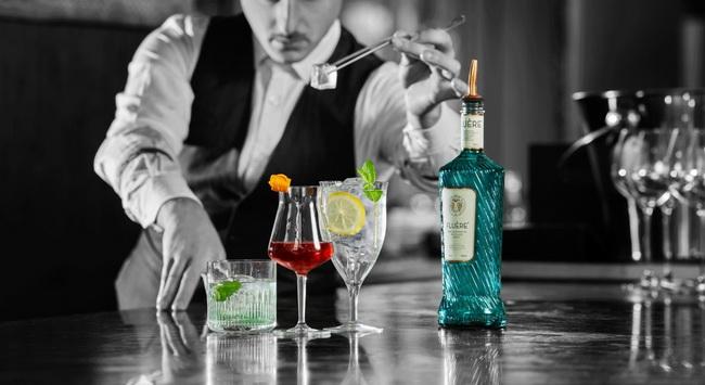 A Coca Cola új terméke, egy alkoholmentes cocktail alapanyag, a Fluére alkoholmentes párlat. GasztroMagazin 2019.