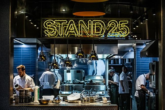 Stand 25 Buda, Széll Tamás új budai étterme. GasztroMagazin 2019.