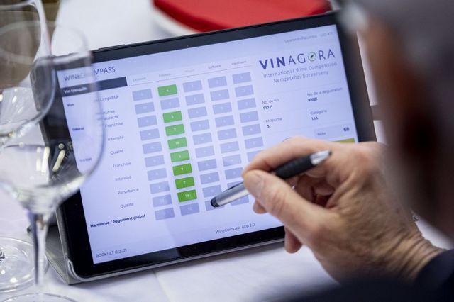 A VinAgora borverseny zsűritagjai is értékelték a magyar pezsgőket. GasztroMagazin 2021.