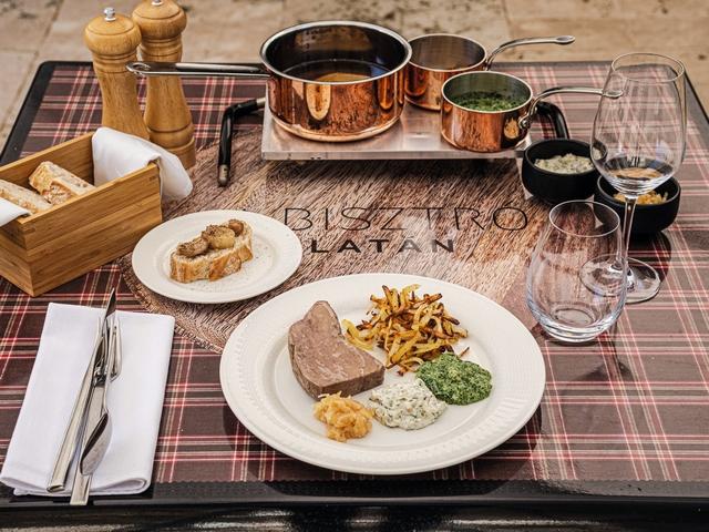 Platán Bisztró Tata, az Audi Dining Guide Év Étterme Díj legjobb vidéki éttermeinek egyike. GasztroMagazin 2021.