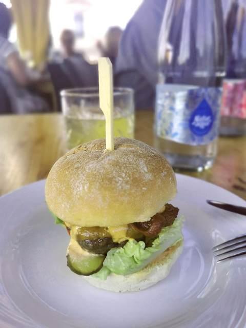 American Streaky Bacon a High Note Budapest hamburgerében. GasztroMagazin 2021.